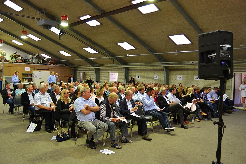 Ca 140 tilhørere mødte op til paneldebatten