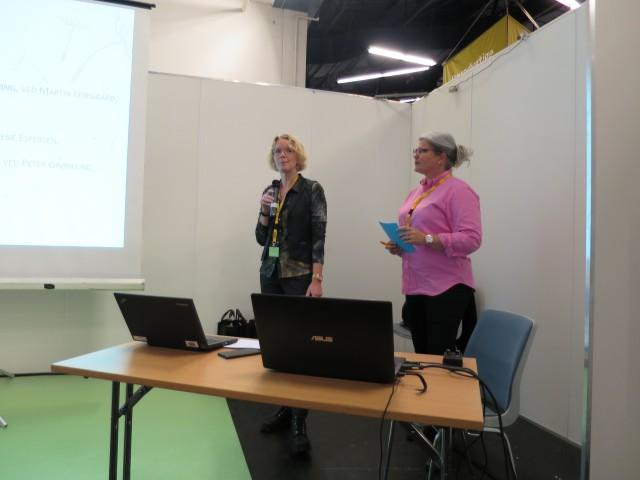 Ordstyrer Trine Saaby og bestyrelsesformand Tine Steen Larsen byder velkommen til debat.
