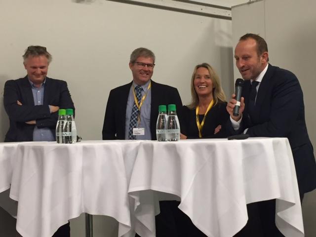 Paneldebatten blev sat igang af en veloplagt Martin Lidegaard, der var glad for at blive inviteret i med i det nordjyske selskab.